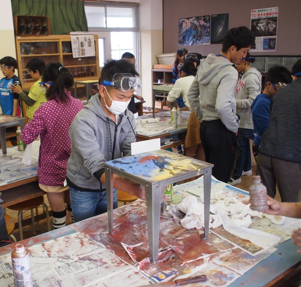 小田原市立早川小学校で火山に授業を行いました