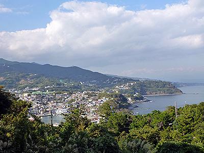 各所で相模湾と箱根外輪山の展望