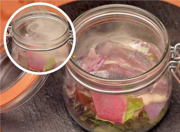 地アジの片浦レモンマリネのサラダ、下中玉ねぎドレッシング 瞬間燻製