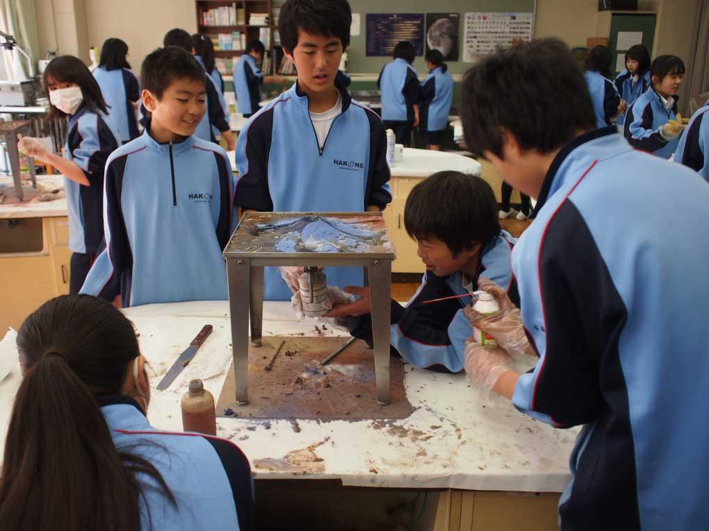箱根中学校での火山実験イメージ
