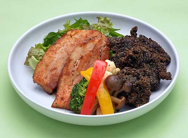 豚バラ肉の地層煮 溶岩唐揚げ