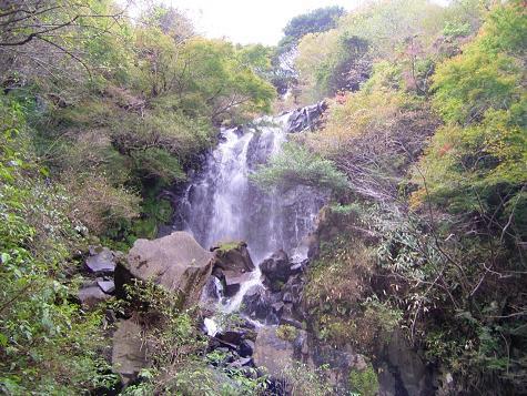 飛龍の滝と柱状節理